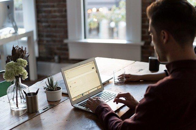 Na co zwrócić uwagę kupując laptopa biznesowego?